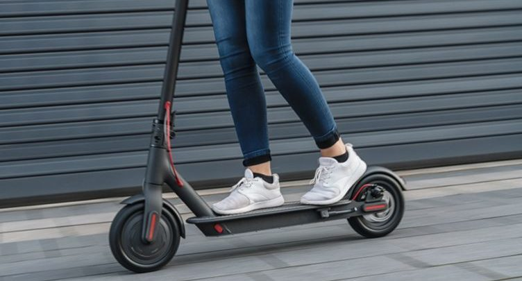 The police remind drivers to learn the rules for hiring e-scooters
