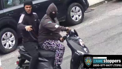 Suspects attempt to steal delivery worker's scooter in the Bronx - CBS New York