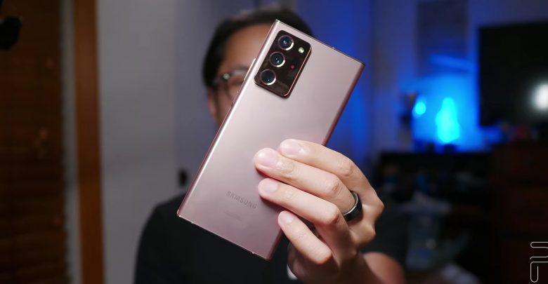 Joshua holding Samsung Galaxy Note 20 Ultra